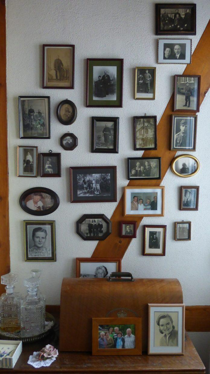 Jak powiesić zdjęcia na ścianie bez ramek?