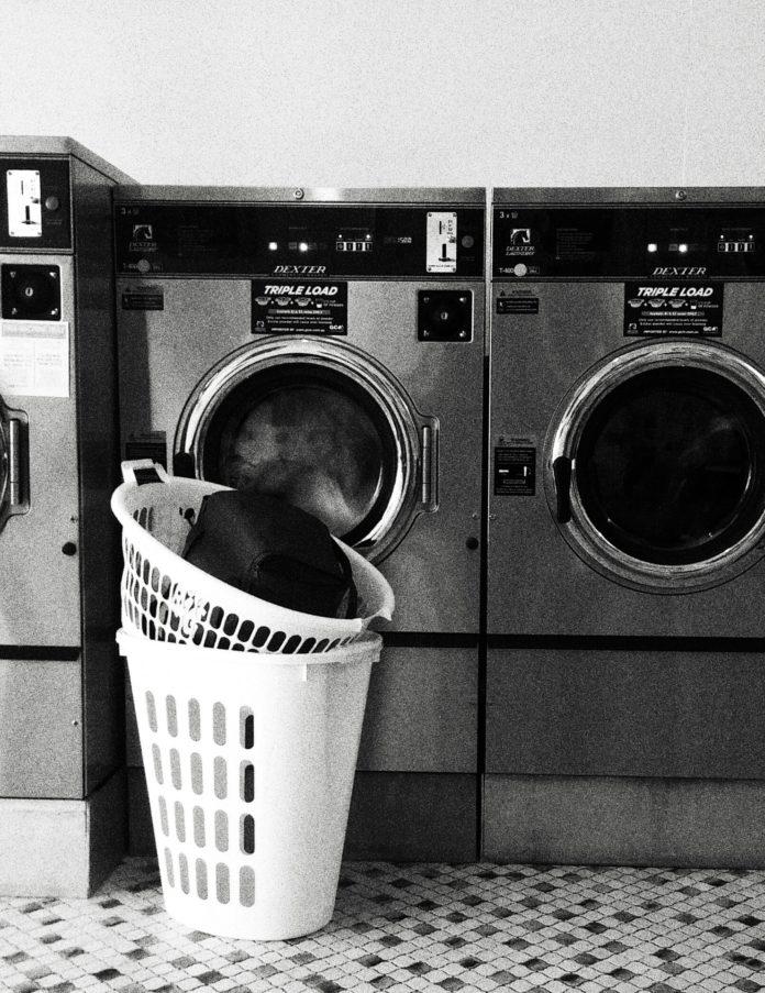 Kosz na pranie w pięciu odsłonach
