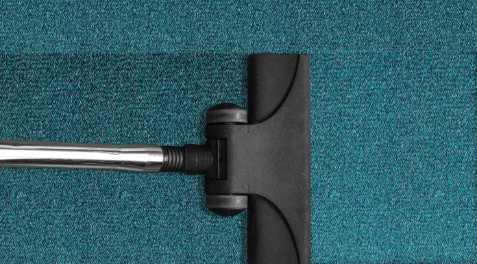 Jak usunąć plamy z wykładziny dywanowej?