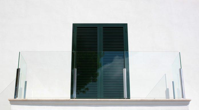 Osłony balkonowe – bambus, tkanina, trzcina, szkło