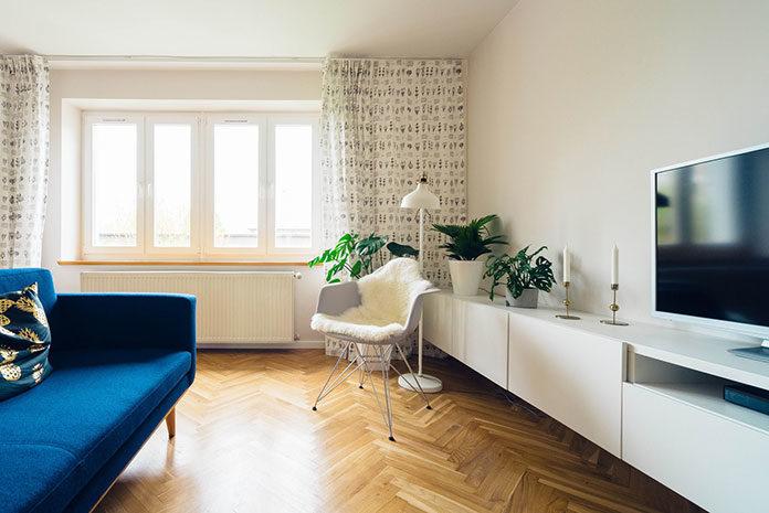 Jakie meble stanowią trzon w aranżacji salonu?